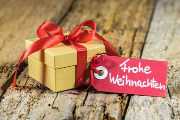 Cadeau de Noël avec tag texte allemand, Frohe Weihnachten sur Alex Winter