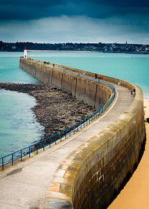 Pier met vuurtoren in Bretagne
