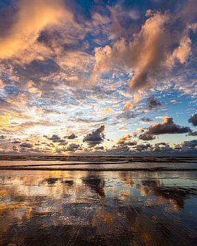 Zonsondergang aan het strand van Wijk aan Zee