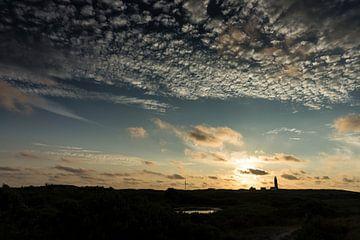 De ondergaande zon boven Texel van Jan Peter Mulder