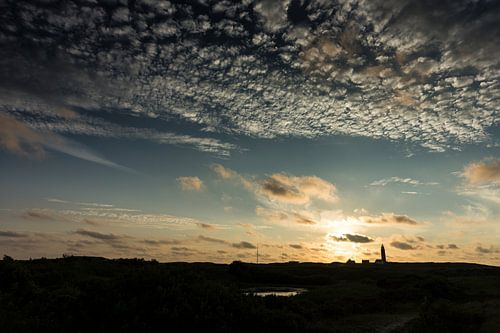 De ondergaande zon boven Texel