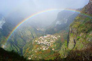 Regenboog boven Curral das Freiras, Madeira
