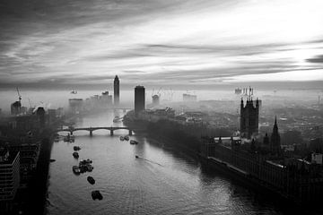 London Fog II von Jesse Kraal