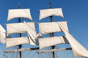 Zeilen en tuigage van de Driemaster bark Artemis klassiek zeilschip