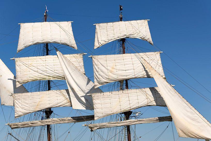 Zeilen en tuigage van de Driemaster bark Artemis klassiek zeilschip van Sjoerd van der Wal