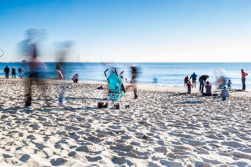 Left on the Beach van Joep Oomen