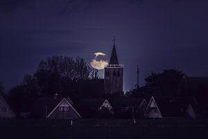 De maan bij Midlum