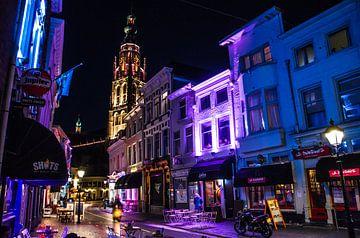 Bredase Vismarktstraat bei Nacht von Floris Oosterveld