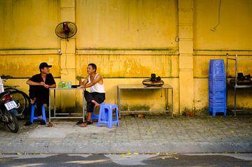 Conversation in the streets van Olivier Van Acker