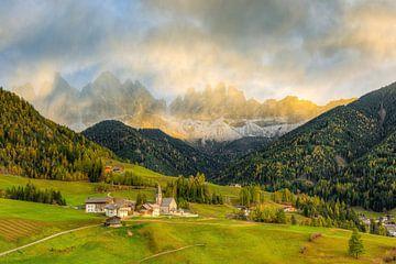 St. Magdalena in het Villnöss-dal in Zuid-Tirol van Michael Valjak