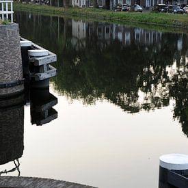 Haven van Delft - weerspiegeling van huizengordel van Mariska van Vondelen