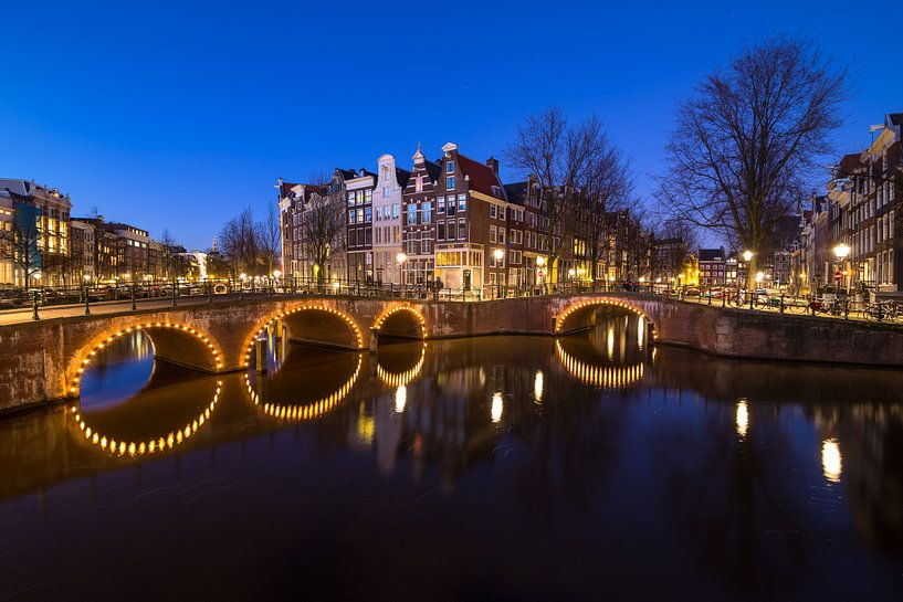 The blue hour of Amsterdam van Oscar Beins