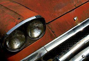 Detail van roestige oude rode Ford van