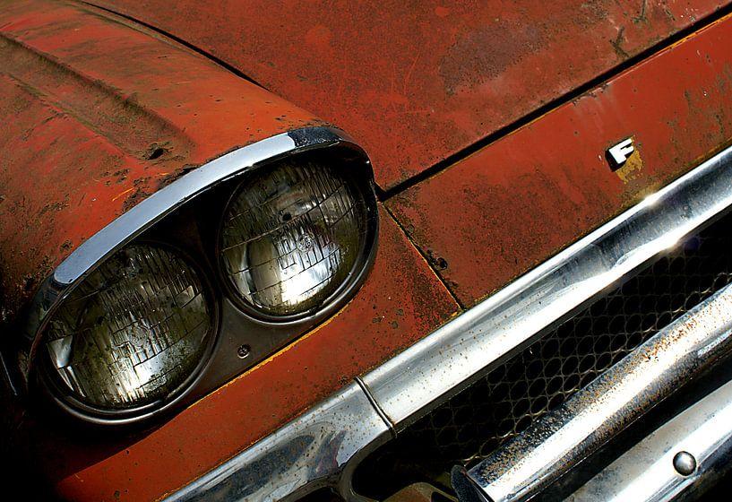 Detail van roestige oude rode Ford van Alice Berkien-van Mil