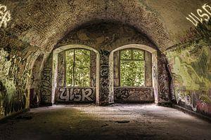 Verlaten kasteel met dubbel raam