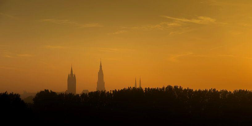 Zonsopgang boven Delft van Marja van den Hurk