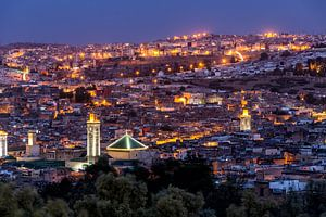 Avondzicht over Fes, Marokko van