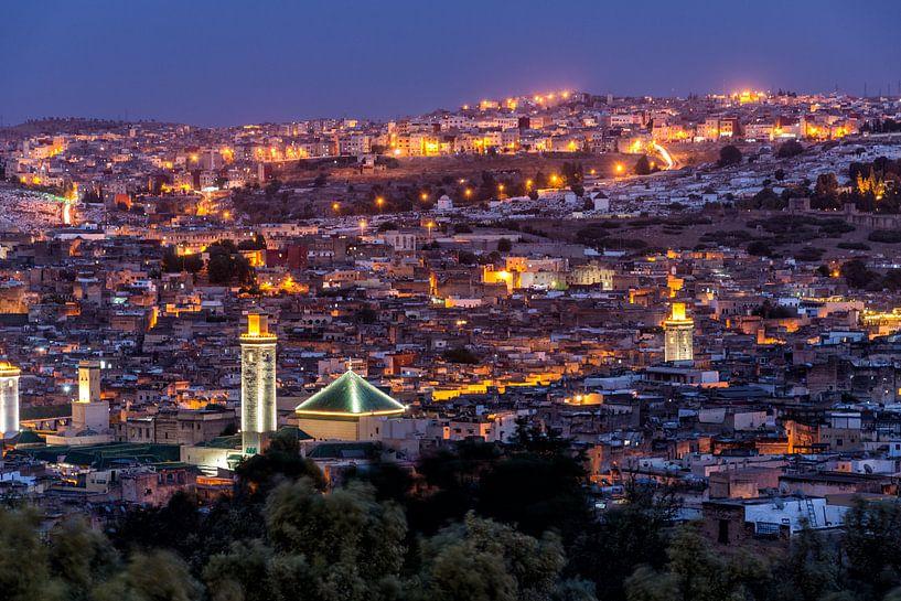 Avondzicht over Fes, Marokko van Bert Beckers