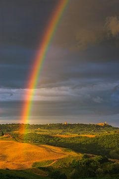Arc-en-ciel sur Pienza, Toscane, Italie sur Henk Meijer Photography