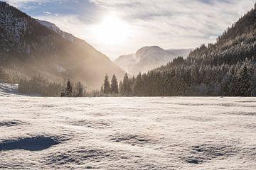 Schnee, Bergen und Sonne von Henk Verheyen