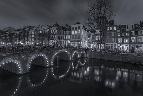 Amsterdam by Night - Herengracht en Herenstraat - 2 van Tux Photography