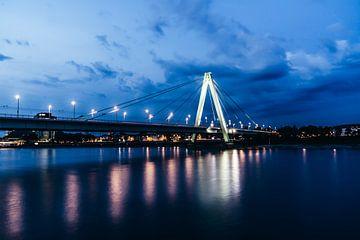Severinsbrücke zur blauen Stunde von Tom Voelz