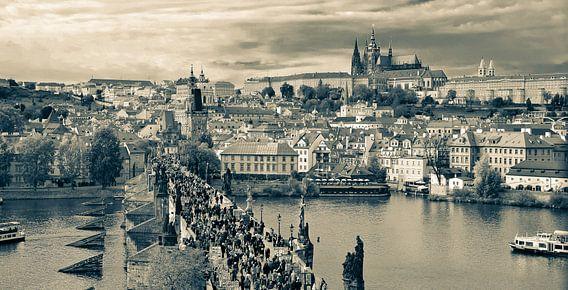De Karelsbrug in Praag van Marian Sintemaartensdijk