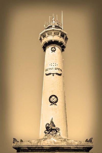 Egmond aan Zee Strand Vuurtoren Sepia van Hendrik-Jan Kornelis