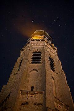 Lange Jan onder een sterrenhemel in Middelburg van