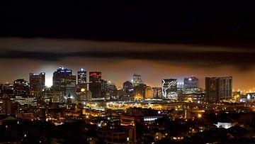 Skyline Kaapstad, Zuid Afrika bij nacht / Cape Town South Africa van Sabine De Gaspari
