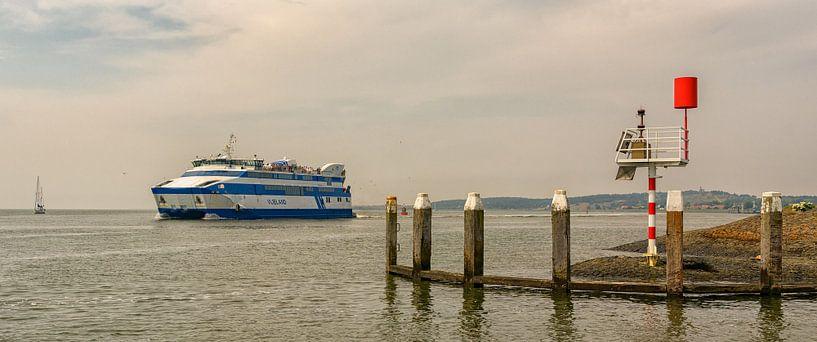 Veerboot Vlieland op naar Harlingen van Roel Ovinge