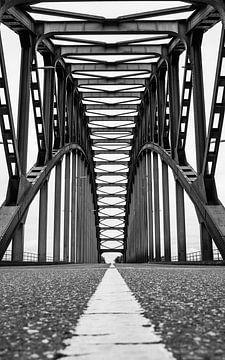 Brug abstract zwart/wit van Wouter Van der Zwan