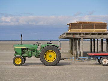 Traktor am Strand von Robin Jongerden