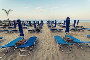 In de rij op het strand, Kefalonia van Sven Wildschut