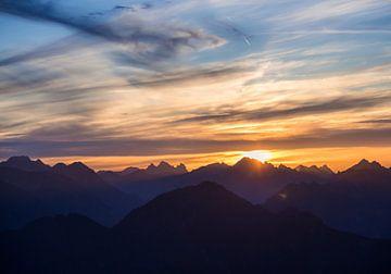 Sonnenuntergang in den Alpen 2 von Emile Kaihatu