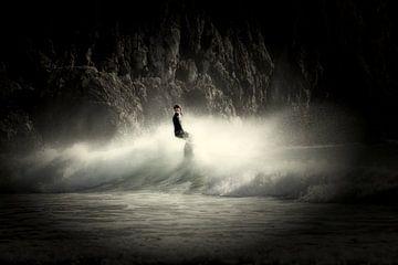 Surfer - surfen op de golven van Beliche
