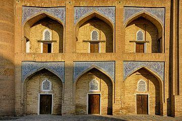 Oude gevel in Khiva Oezbekistan van Yvonne Smits