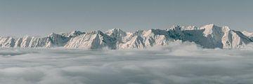 Bergtoppen boven de Wolken - Panorama van Sophia Eerden