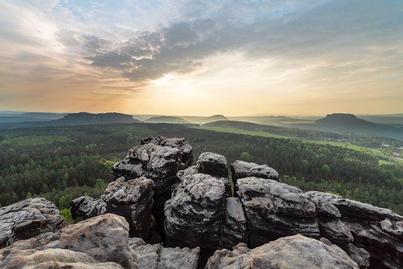 Elbsandsteingebirge - Panoramablick vom Berg von Ralf Lehmann