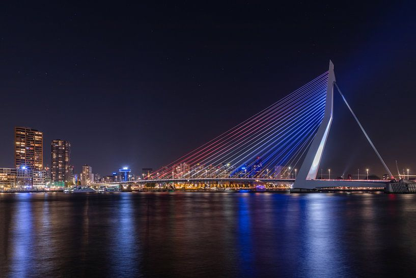 De Erasmusbrug in Rotterdam in Rood, Wit, Blauw  van MS Fotografie | Marc van der Stelt