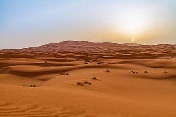 Zonsopkomst in de Sahara van Easycopters