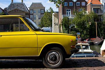 Gele Oldtimer in Dordrecht von Petra Brouwer