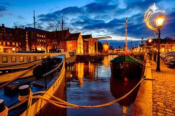 Zonsondergang over de Thorbeckegracht in Zwolle op kerstavond van Sjoerd van der Wal