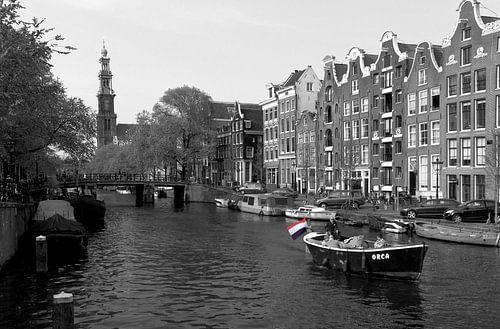 Nederlandse vlag in de Prinsengracht in Amsterdam van