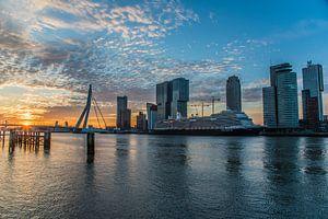 Zonsopgang bij de skyline of Rotterdam van olaf groeneweg