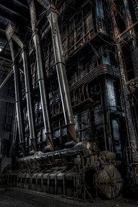 Buizen in een verlaten electriciteitcentrale