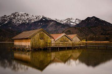 Bootshäuser am Kochelsee von Denis Feiner