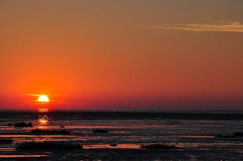 Zonsondergang aan zee van Lex Schulte