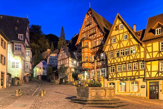 Avond aan het Marktplein in Miltenberg am Main, Duitsland van Evert Jan Luchies