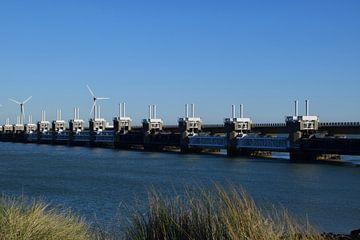 Oosterscheldekering als onderdeel van de Deltawerken, gezien vanaf Neeltje-Jans in Zeeland van Robin Verhoef